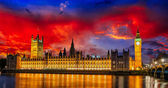 Red sky over Big Ben and House of Parliament at River Thames International Landmark of London England at Dusk - UK — Stock Photo