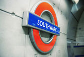LONDON - SEP 27: Underground Southwark tube station in London on — Foto de Stock