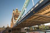 精彩的颜色和灯光的黄昏-伦敦塔桥 — 图库照片