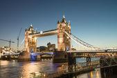 Beautiful colors of Tower Bridge at Dusk - London — Stock Photo