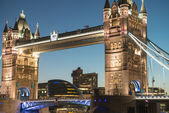 Lights and Colors of Tower Bridge from St Katharine Docks at Nig — Stock Photo