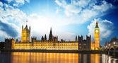 биг бен и палаты парламента на реке темзе международных ла — Стоковое фото