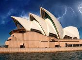 Opera house in sydney met sky op achtergrond — Stockfoto