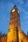 Lights of Big Ben at Dusk with blurred moving cloud - London — Foto de Stock