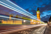 Nocturne scene with Big Ben and House of Parliament behind light — Stock Photo