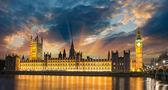 Big Ben and House of Parliament at River Thames International La — Stock Photo