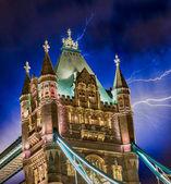Kule köprüsü, londra'nın güçlü yapısı üzerinde fırtına — Stok fotoğraf