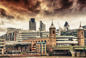 City of London at sunset, financial center and Canary Wharf at t — Stock Photo