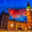 Lights of Big Ben at Dusk with blurred moving cloud - London — Stock Photo