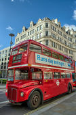 LONDON, SEP 28: Red double decker bus speeds up on the streets o — Stock Photo