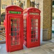 Classic Red Telephone Booth on a street of London — Foto de Stock