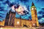 Big ben en kamer van het parlement in de schemering van westminster bridge — Stockfoto