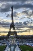 La tour eiffel - zimní slunce v paříži na eiffelovu věž — Stock fotografie
