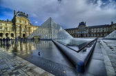 Paris - Louvre Pyramid reflects on Water on November, 16 — Stock Photo