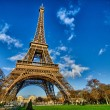 La Tour Eiffel - Beautiful winter day in Paris, Eiffel Tower — Stock Photo #15068475
