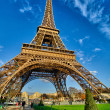 La Tour Eiffel - Beautiful winter day in Paris, Eiffel Tower — Stock Photo #15271481