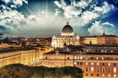 Buildings of Rome with Vatican St Peter Dome in background — Stock Photo