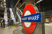 London: The London Underground sign outside the Canary — Stockfoto