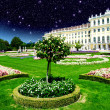 Sky Colors above Schoenbrunn Castle and Vegetation in Vienna — Stock Photo
