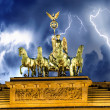 Foto de Stock  : Sky above QuadrigMonument, Brandenburg Gate in Berlin