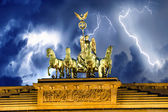 Sky above Quadriga Monument, Brandenburg Gate in Berlin — Stok fotoğraf