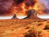 The famous Buttes of Monument Valley at Sunset, Utah — Stock Photo