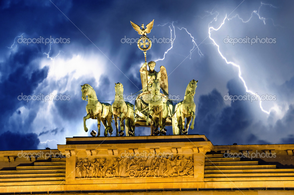 Frontal view of Quadriga Monument Over Brandenbourg Gate in Berlin (Germany), in horizontal composition. — Stock Photo #15748227