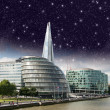 Stars over London city hall with Thames river - Stockfoto