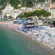Amalfi, Italy: Tourists enjoy the typical scenery of Costiera — Stock Photo