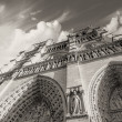 Upward view of Notre Dame Cathedral in Paris — Stock Photo
