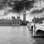 piękny widok z izb Parlamentu, Pałacu Westminsterskiego i b — Zdjęcie stockowe