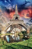 Paris - La Tour Eiffel. Wonderful sunset colors in winter season — Stock Photo