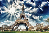 Wonderful view of Eiffel Tower in all its magnificence - Paris — Stock Photo