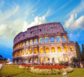 Dramatic sky above Colosseum in Rome. Night view of Flavian Amph — Stockfoto