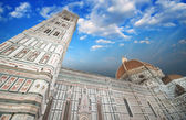 Beautiful sky colors over Cathedral Church. Duomo, Basilica di S — Stock Photo