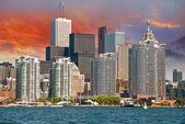 Toronto. Beautiful view of city skyline from Lake Ontario — Stock Photo