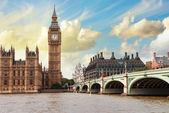 The Big Ben, the Houses of Parliament and Westminster Bridge — Stock Photo