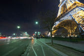 PARIS - DEC 1: Night show of Eiffel Tower intermittent lights — Stock Photo