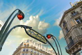 Metro station sign in Paris with beautiful background sky — Photo