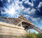 Paris. Gorgeous wide angle view of Eiffel Tower in winter season — Stock Photo