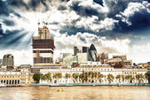 City of London financial center with Thames river in foreground — Stock Photo