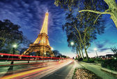 PARIS - DEC 1: Eiffel Tower shows its wonderful lights at sunset — Stock Photo
