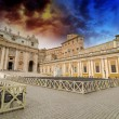 Rome St Peter Basilica and Colonnade - Piazza San Pietro — Stock Photo