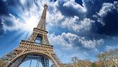 Prachtig uitzicht op de Eiffeltoren in Parijs — Stockfoto