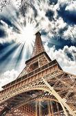 Wonderful sky colors above Eiffel Tower. La Tour Eiffel in Paris — Stock Photo