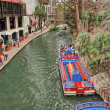 SAN ANTONIO, TX - MAR 16: A view of the crowded historic riverwa — Stock Photo