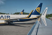 PISA, ITALY - JUN 9: Ryanair Jet airplanes ready for take-off, J — Stockfoto