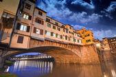 Splendida vista del vecchio ponte, ponte vecchio a firenze al tramonto — Foto Stock
