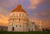 Zachód słońca w placu piazza dei miracoli, pisa — Zdjęcie stockowe