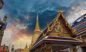 泰国。著名的曼谷寺-佛寺的美丽的颜色 — 图库照片